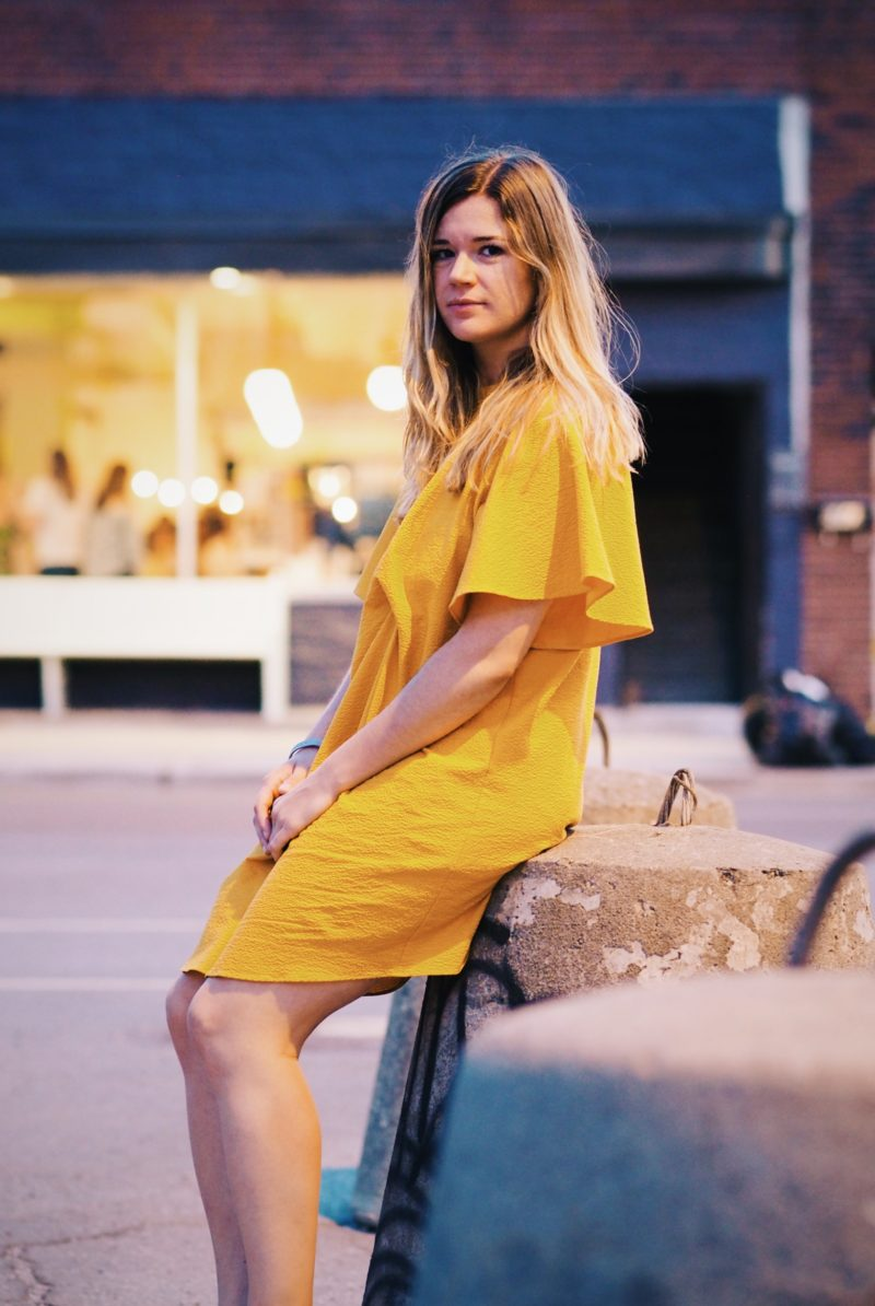 The Dreamcatcheuse - Robe jaune au coucher de soleil dans le Mile End